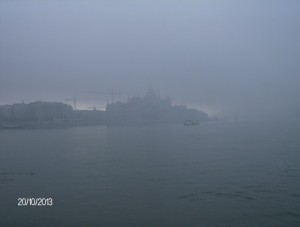 A parlament ködbe burkolózva